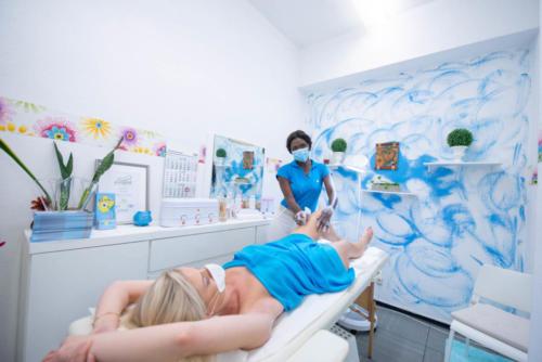 BLUME Brasil Waxing Studio Frankfurt - Haarentfernung Beine mit Waxing zu Corona Zeiten